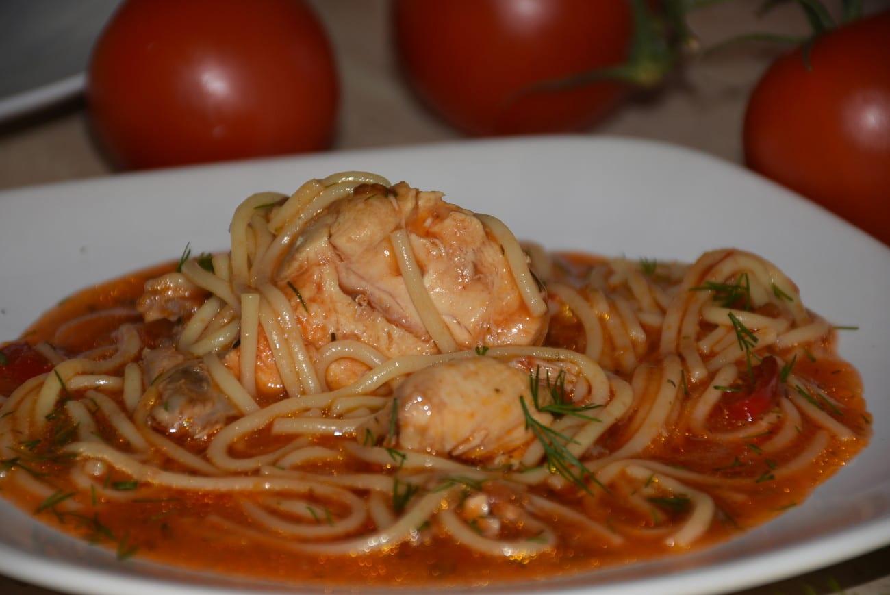 Spaghete cu carne de pui