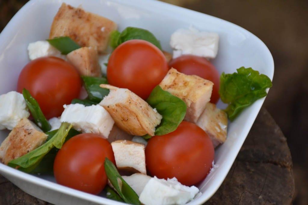 Salata cu piept de pui si rosii cherry -vezi reteta