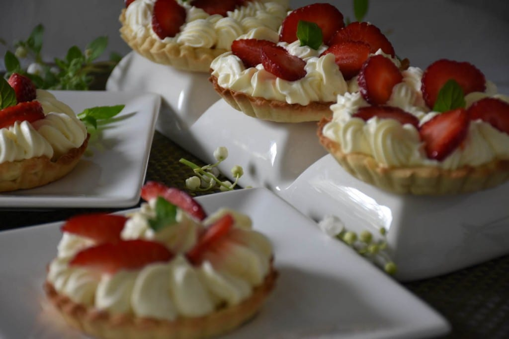 mini tarta cu crema de vanilie si capsuni-reteta