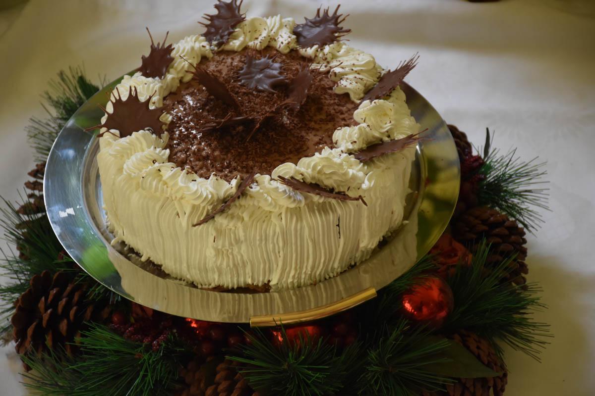 Tort cu crema ganache si stelute din ciocolata