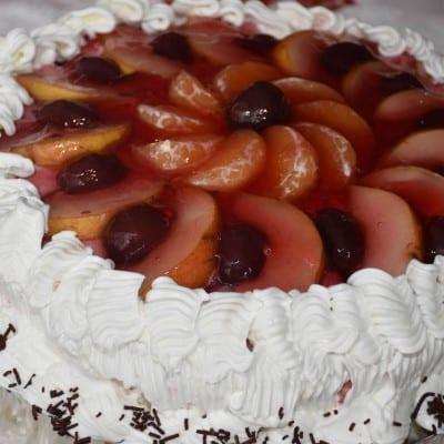 tort-cu-frisca-iaurt-si-fructe-reteta