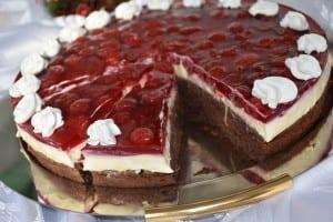 tort cu jeleu din visine si crema de vanilie-reteta