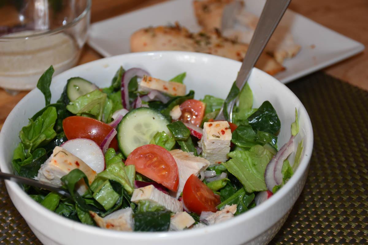 Salata cu piept de pui la cuptor