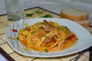 Fasole galbena pastai cu carne de porc -reteta