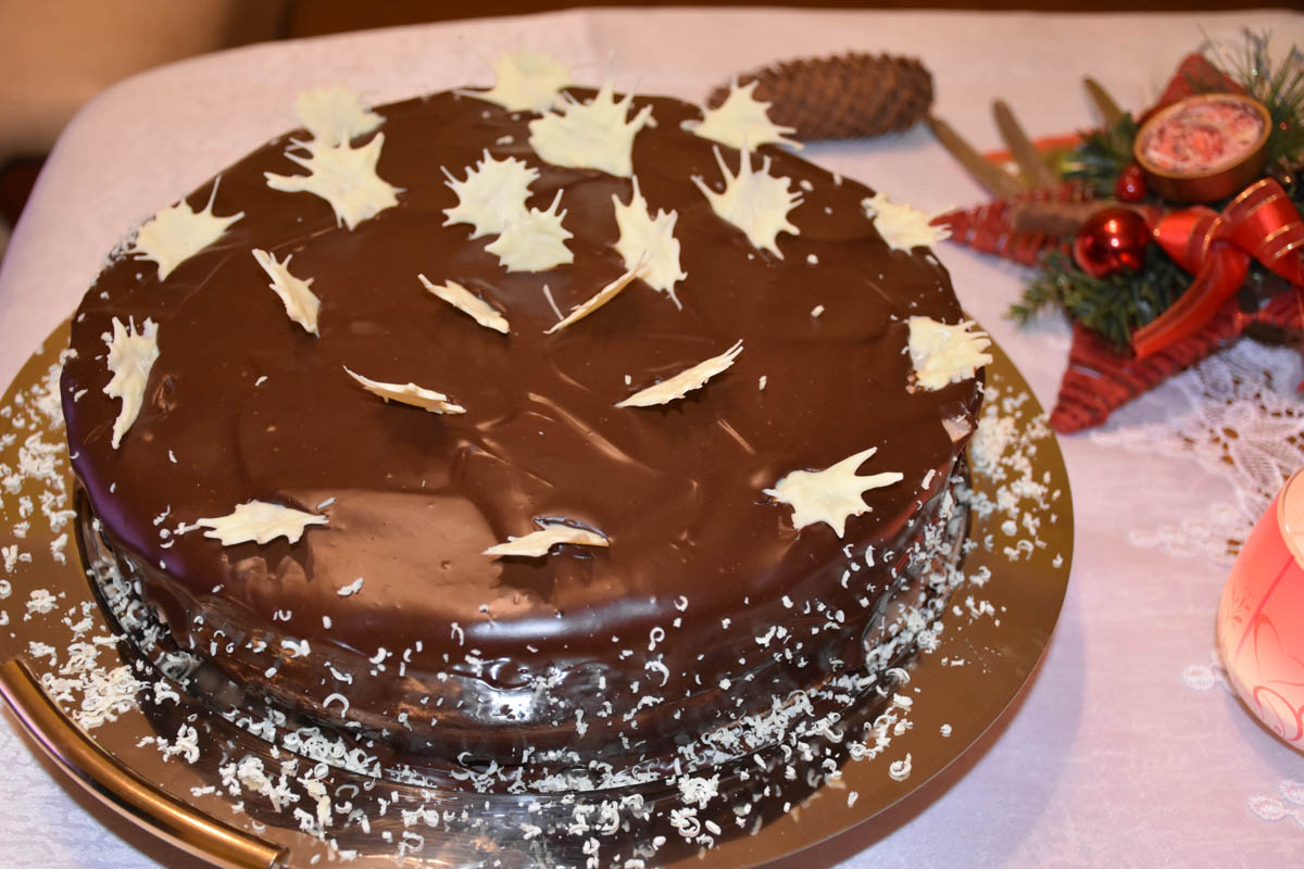 Tort de ciocolata glazurat