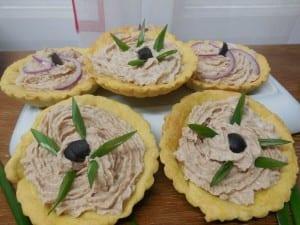 mini tarta cu pasta din ton-reteta