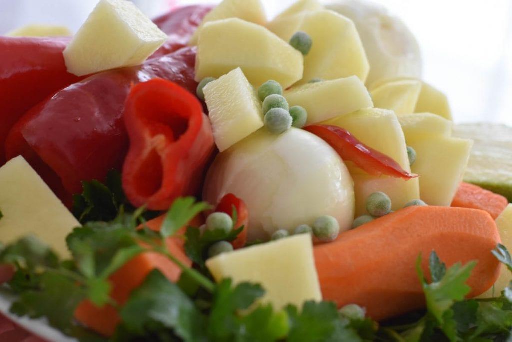 ingrediente pentru tocanita de cartofi si mazare