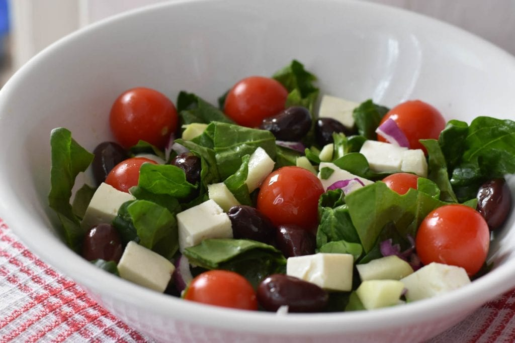 salata de spanac cu branza si masline-reteta