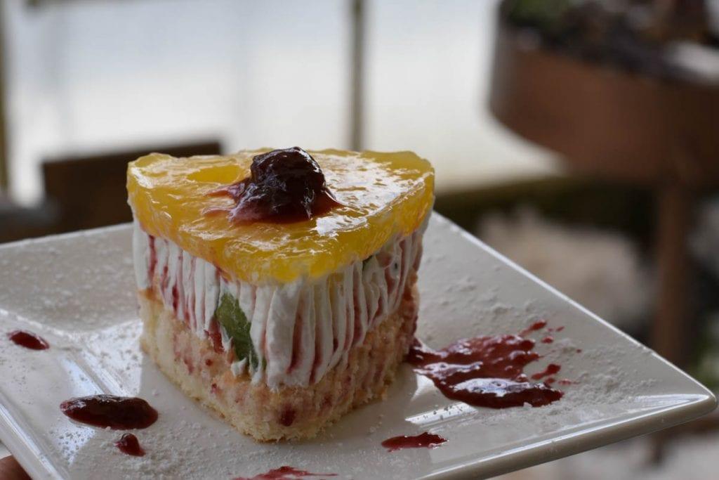 prajitura cu crema de iaurt si fructe-reteta