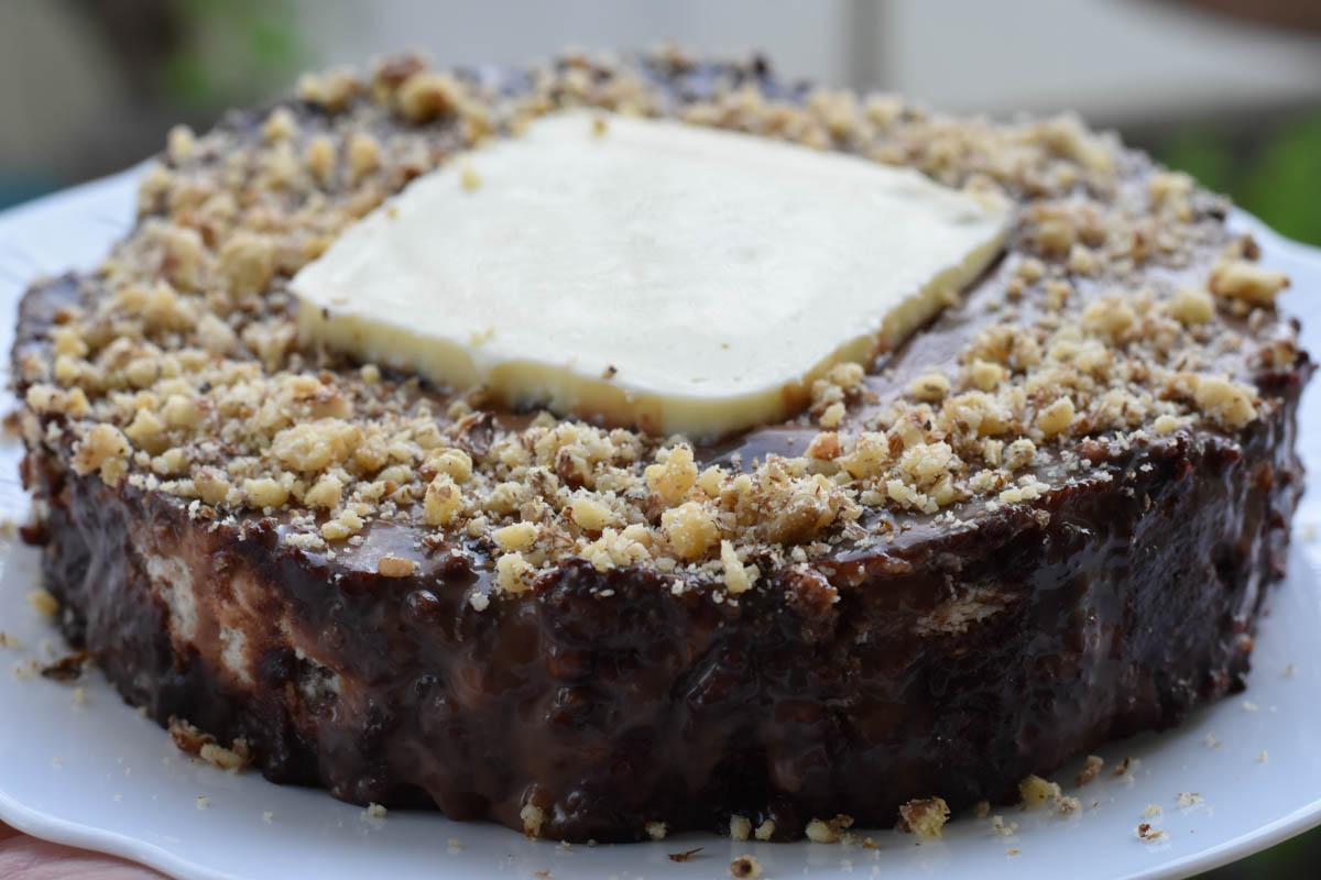 Tort de biscuiti cu glazura de ciocolata