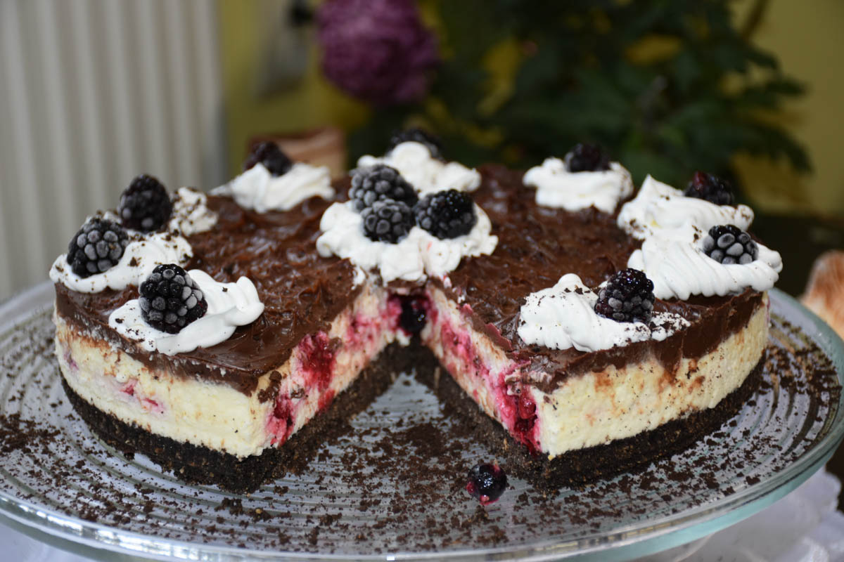 Cheesecake Oreo Reteta Tort cu fructe de padure